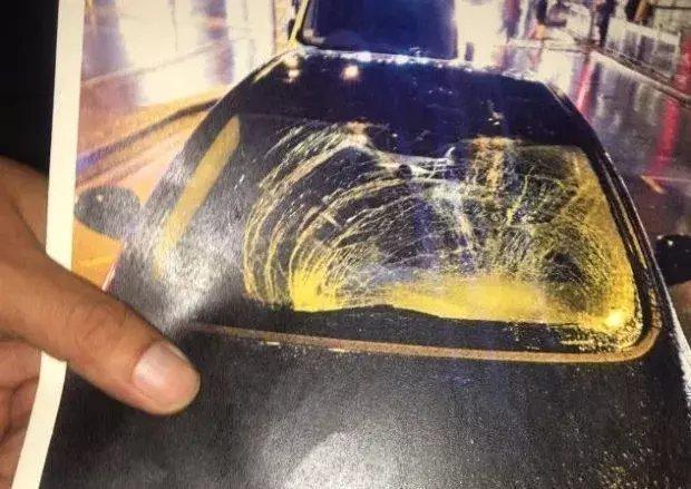 Машина после столкновения сГрилишем. Фото The Sun
