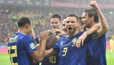 15ноября. Бухарест. Румыния— Швеция— 0:2. Шведы празднуют голы.