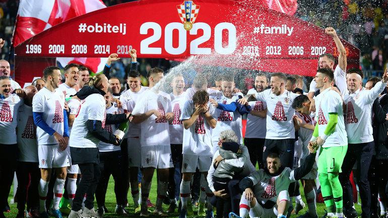 Вице-чемпионы мира изХорватии празднуют попадание наЕвро-2020. Фото Reuters