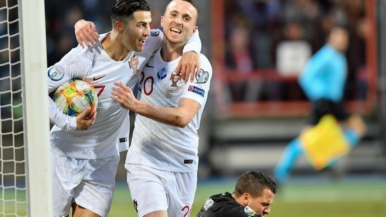 17ноября. Люксембург. Люксембург— Португалия— 0:2. Криштиану Ронаалду (№7) забил 99-й гол всборной. Фото AFP