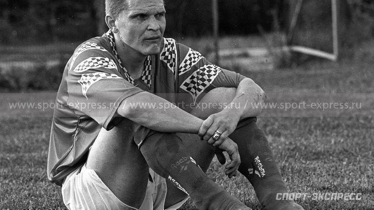 1997 год. Защитник сборной России Сергей Горлукович после тренировки вНовогорске.