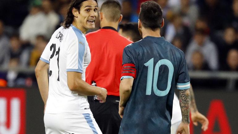 18ноября. Тель-Авив. Аргентина— Уругвай— 2:2. Лионель Месси иЭдинсон Кавани. Фото AFP