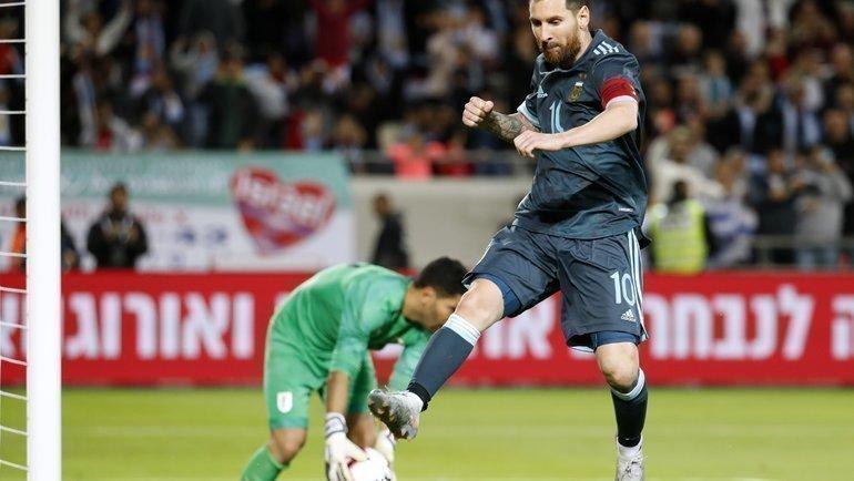 18ноября. Тель-Авив. Аргентина— Уругвай— 2:2. Лионель Месси празднует гол спенальти. Фото AFP