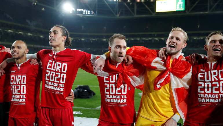 Игроки сборной Дании празднуют выход наЕвро-2020. Фото Reuters