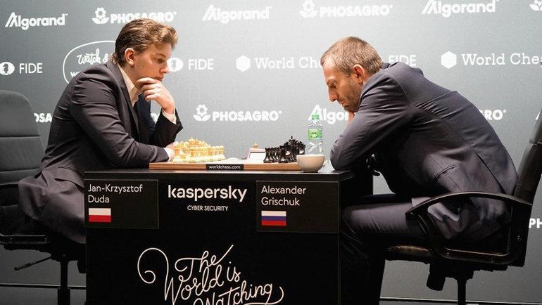 Александр Грищук (справа). Фото ФИДЕ