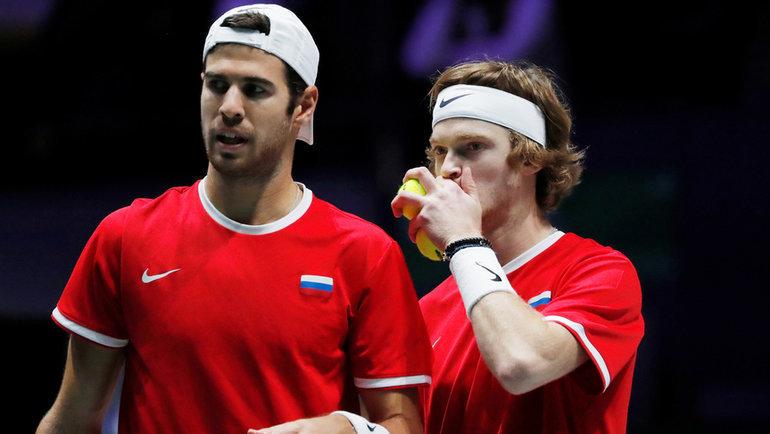 Карен Хачанов (слева) иАндрей Рублев. Фото Reuters