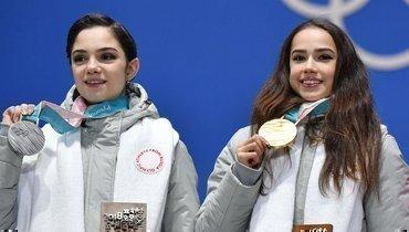 НаОлимпиаде-2018 Евгения Медведева, Алина Загитова ивсе остальные россияне выступали внейтральной форме серого цвета без национальных атрибутов.
