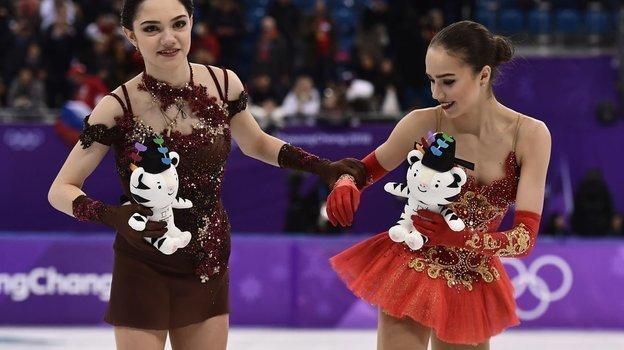 Евгения Медведева и Алина Загитова на Олимпиаде-2018. Фото AFP