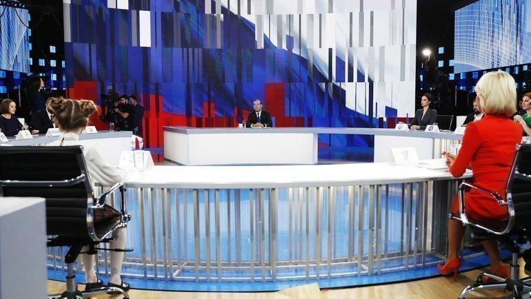 Дмитрий Медведев на встрече с представителями федеральных каналов. Фото AFP