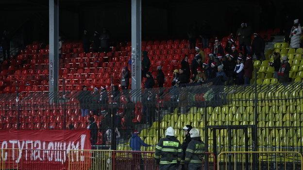 6декабря. Тула. «Арсенал»— «Локомотив». Трибуны стадиона. Фан-сектор гостей.