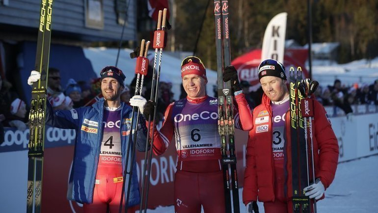 7декабря. Лиллехаммер. Ханс Кристер Холунн, Александр Большунов иЭмиль Иверсен (слева направо). Фото AFP