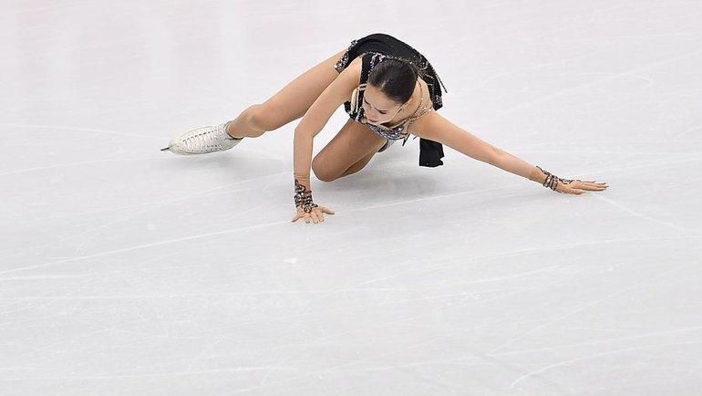 7декабря. Турин. Падение Алины Загитовой вфинале «Гран-при». Фото AFP