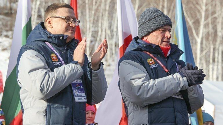Председатель совета директоров ММК Виктор Рашников (справа) игубернатор Челябинской области Алексей Текслер.