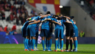10декабря. Лиссабон. «Бенфика»— «Зенит»— 3:0. Игроки гостей перед матчем.