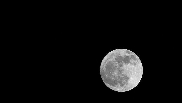 11декабря. Мадрид. «Атлетико»— «Локомотив». Луна над стадионом перед матчем.