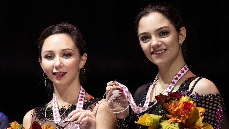 Елизавета Туктамышева (слева) иЕвгения Медведева. Фото AFP