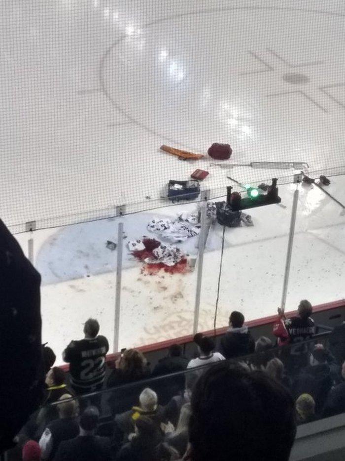 Кровавый кошмар вКанаде. 17-летнего вратаря порезали коньком иувезли вбольницу