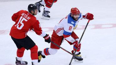 24сентября 2016 года. Торонто. Канада— Россия— 5:3. Александр Овечкин (справа) против Райана Гетцлафа.