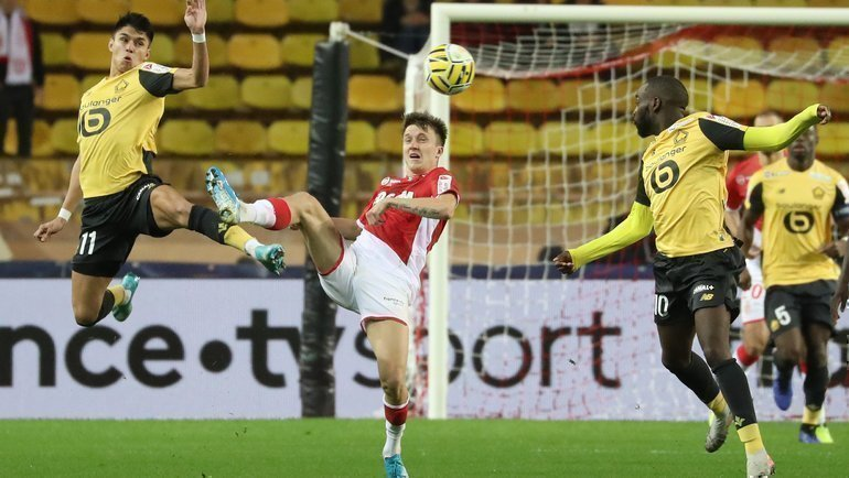 17декабря. Монако. «Монако»— «Лилль»— 0:3. Александр Головин (второй слева) вместе сосвоей командой покидает турнир. Фото AFP