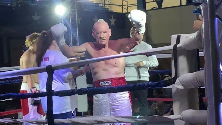 Альберт Хьюз— старейший профессиональный боксер вистории.