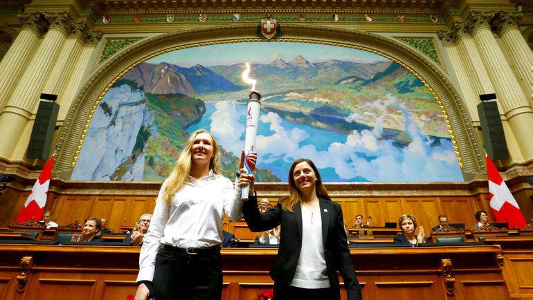 Огонь III зимних юношеских Олимпийских игр назаседании Парламента Швейцарии вБерне. Фото AFP