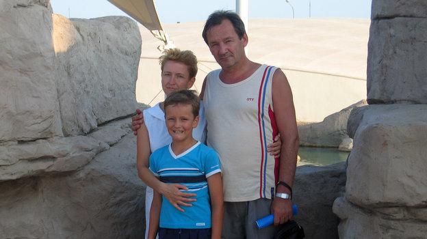 2004 год. Даниил Медведев сродителями. Фото изличного архива семьи Медведевых