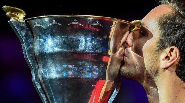22сентября. Санкт-Петербург. Даниил Медведев строфеем вSt. Petersburg Open. Фото AFP