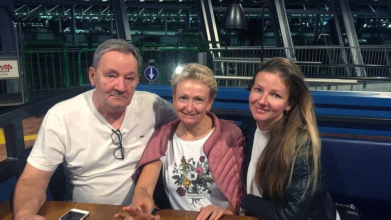 Родители Даниила Медведева Сергей иОльга исестра Елена.
