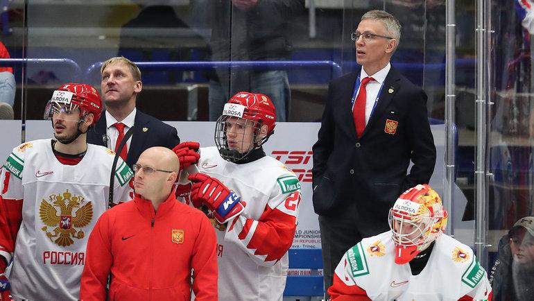 27декабря. Чехия U20— Россия U20— 4:3. Игорь Ларионов (справа). Фото ФХР