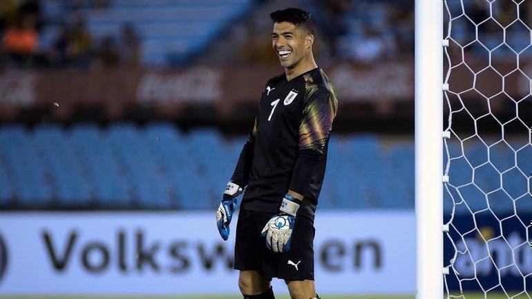 28декабря. Монтевидео. Прощальный матч Диего Форлана. Луис Суарес стал вратарем.