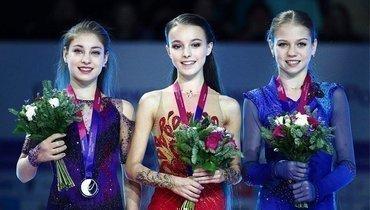 (слева направо) Алена Косторная, Анна Щербакова иАлександра Трусова.