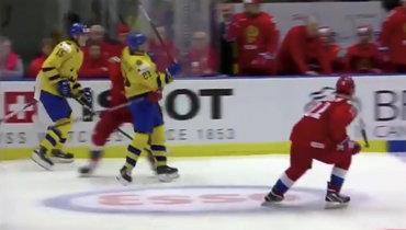 Швед грязно вырубил русского капитана впрыжке. Наши отомстили голом вбольшинстве