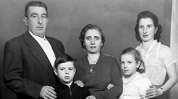 Валерий Харламов. Борис Харламов – отец. Мать Бегония – сестра Татьяна. (вторая справа). Фото Валентин Белянчев