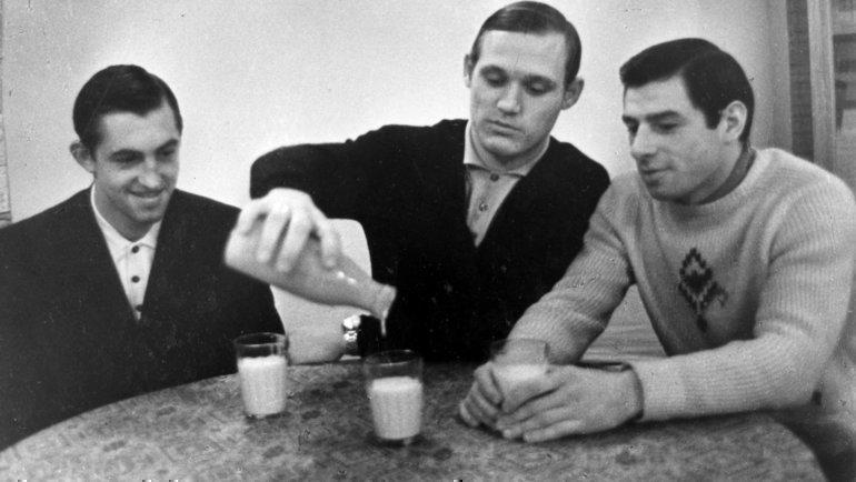 Постановочное фото: Валерий Харламов, Владимир Петров иБорис Михайлов (справа налево). Фото Анатолий Бочинин