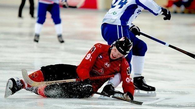 «СКА-Нефтяник» уступил первую строчку втаблице чемпионата России похоккею смячом