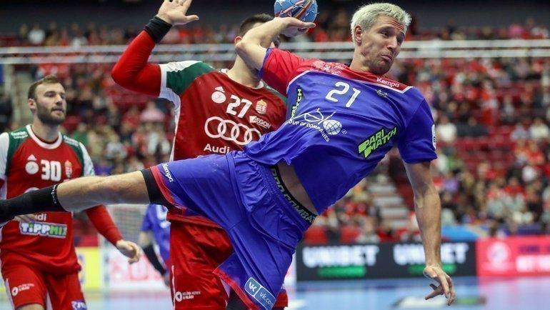 Cмячом игрок сборной России Глеб Каралаш. Фото AFP