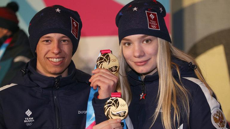 Обладатели золотых медалей вбиатлоне Олег Домичек иАлена Мохова. Фото Андрей Голованов