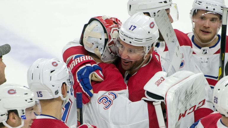 11января. Оттава. «Оттава»— «Монреаль»— 1:2. Форвард «Канадиенс» Илья Ковальчук (№ 17) поздравляет спобедой вратаря Кэри Прайса. Фото Reuters
