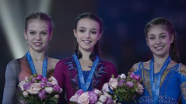 (слева направо) 15-летняя Александра Трусова, 15-летняя Анна Щербакова, 16-летняя Алена Косторная. Фото Ксения Нуртдинова