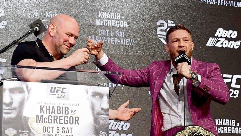 Конор Макгрегор ипрезидент UFC Дана Уайт напресс-конференции перед боем сХабибом Нурмагомедовым. Фото AFP