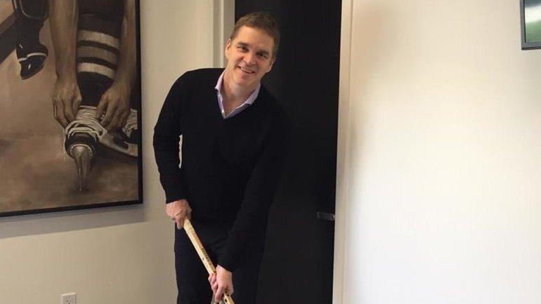Робитайл склюшкой, которой играл всвоем первом сезоне НХЛ. Фото Игорь Рабинер, «СЭ»