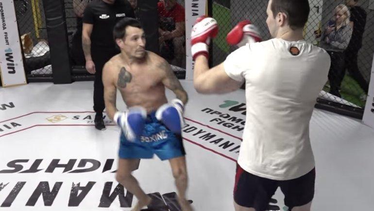 Геннадий Беззубиков (слева) против Кирилла Терешина. Фото Youtube-канал Body Mania