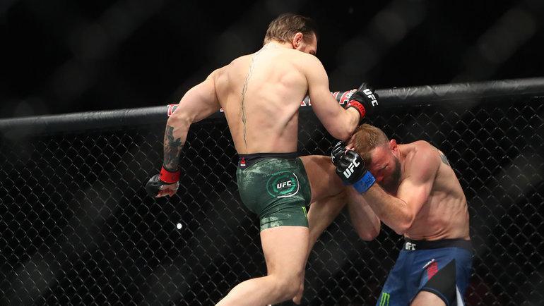 18января. Лас-Вегас. Конор Макгрегор (слева) нокаутировал Дональда Серроне напервой минуте боя. Фото Mark J. Rebilas, USA Today Sports