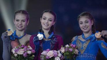 (слева направо) Александра Трусова, Анна Щербакова, Алена Косторная.