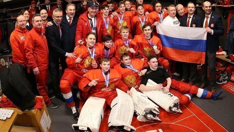 Сборная России опубликовала фото израздевалки после победы вфинале юношеской Олимпиады.