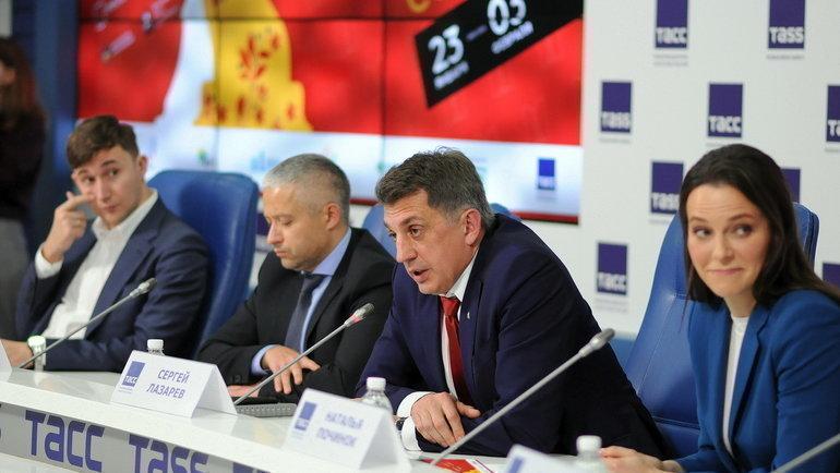 Президент Федерации шахмат Москвы Сергей Лазарев (второй справа).