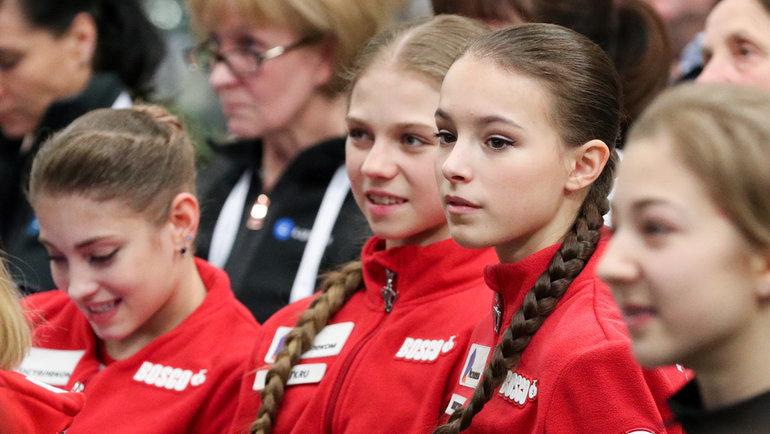 23января. Грац. Алена Косторная, Александра Трусова иАнна Щербакова (слева направо). Фото Дарья Исаева, «СЭ» / Canon EOS-1D X Mark II