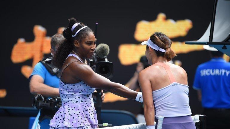 24января. Мельбурн. Серена Уильямс уступила Ван Цян втретьем круге Australian Open.
