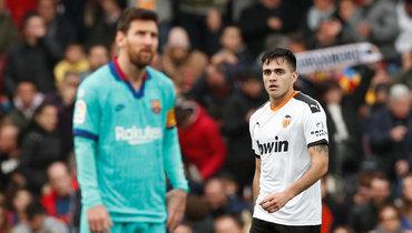 «Валенсия» победила «Барселону». Перед игрой фанаты подрались устадиона