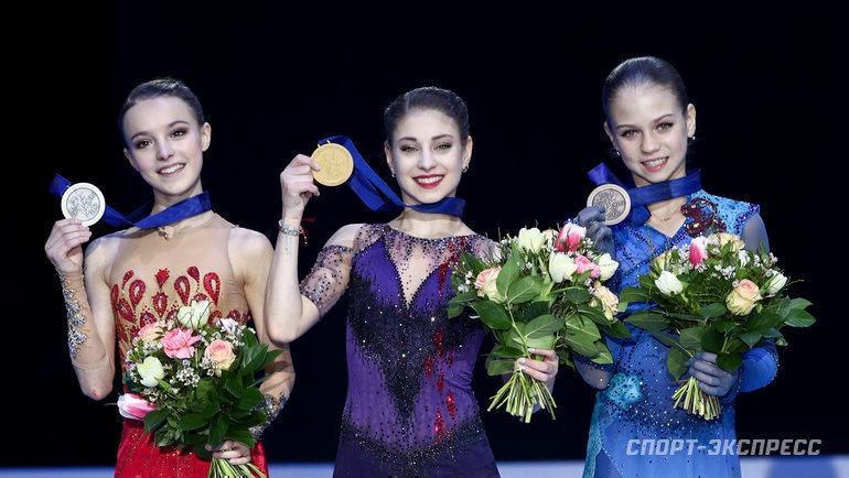 Слева направо: Анна Щербакова, Алена Косторная, Александра Трусова. Фото Дарья Исаева, «СЭ» / Canon EOS-1D X Mark II